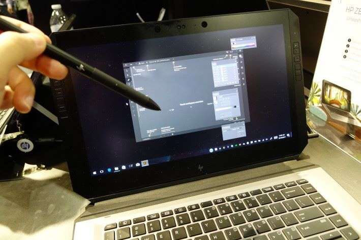 觸控筆用 Wacom 技術,具備 4,096 級壓力感應,亦可識別落筆角度。