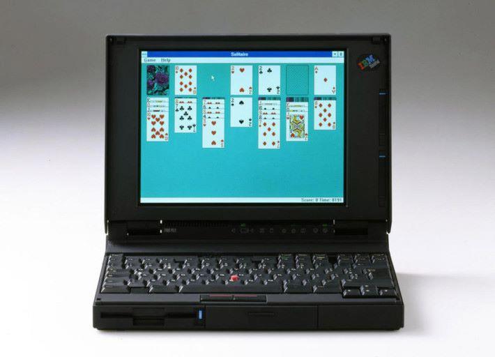 首代 ThinkPad 700C 使用 486 SLC 處理器,時脈只有 25MHz。