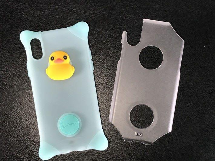 一軟一硬的保護套為手機提供最佳的保護。