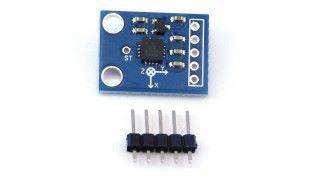 三軸感應器正面,能看到 晶片及標誌。