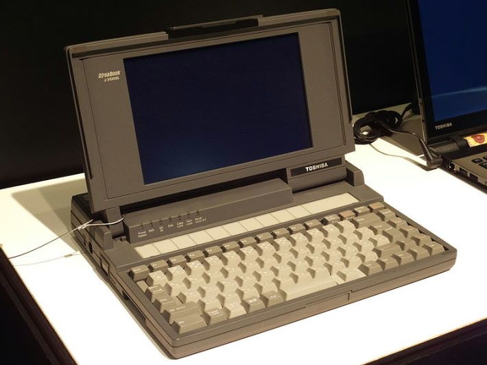 Dynabook J-3100SS 在 1989 年 6 月推出,比 ThinkPad 還要早。