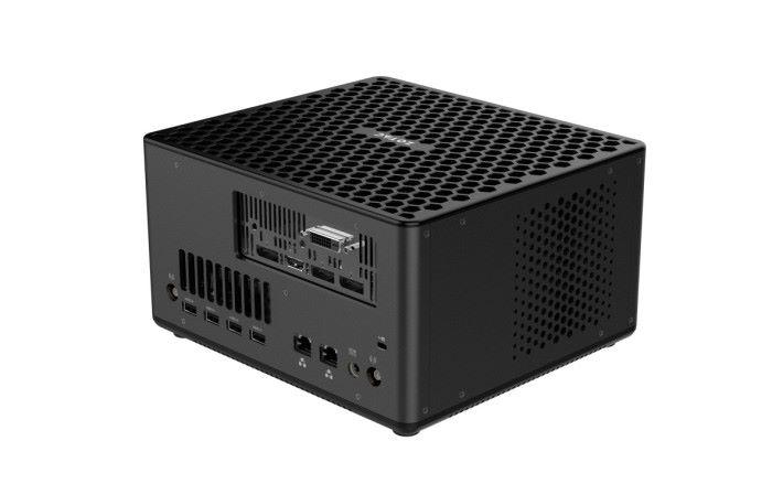 Zbox EK51070 包括5個USB 3.1 Type-A,一個USB 3.1 Type-C,兩個 GigaBit LAN ,3合1讀卡器, HDMI 2.0 ,DVI-D,3個DisplayPort 1.4 和 3.5mm 耳機插孔。