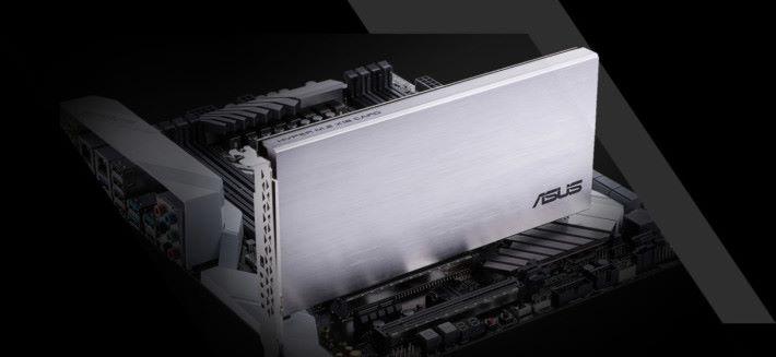 其實現在已有擴充卡支援 VROC,例如圖中的 ASUS Hyper M.2 x16 就容許你掛上四個 M.2 NVMe SSD。