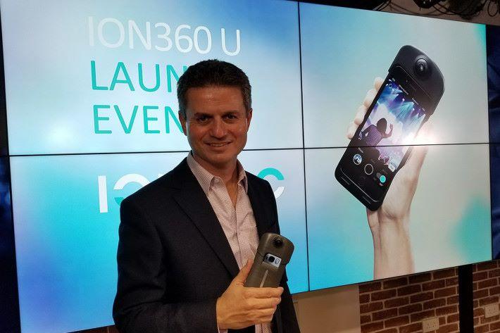 iON 360的Founder Giovanni Tomaselli話,呢個設計易用之餘,亦可以好好保護部手機。