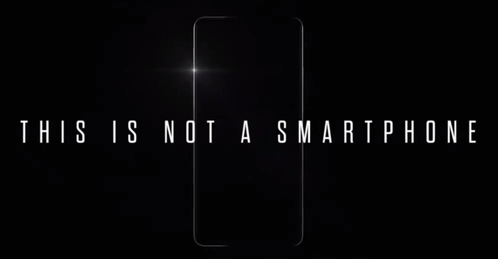 HUAWEI 於片段中聲這「This is not a Smartphone」,並只見四邊外框。