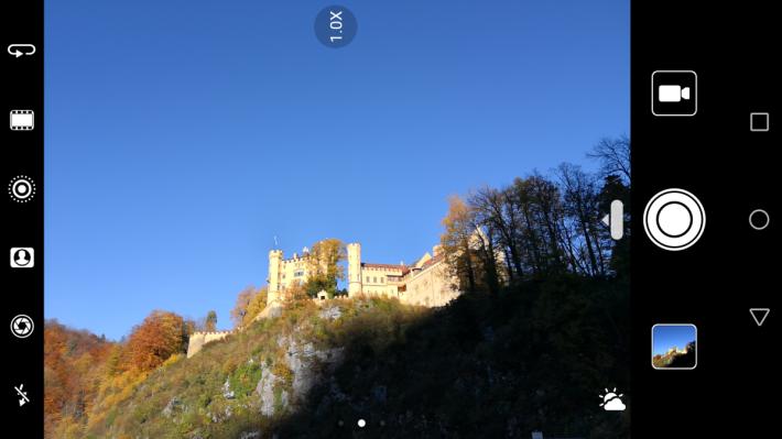 同樣有 AI 拍攝功能,在新天堡試拍,會自動啟用戶外模式拍攝。