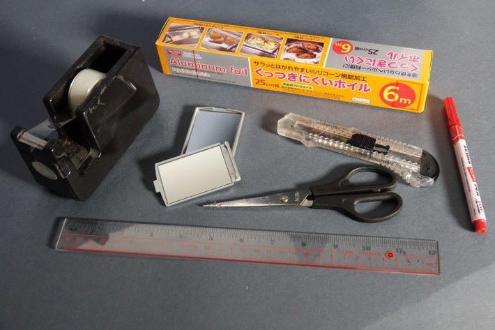 材料:兩塊小鏡(或PC鏡板)、長方形紙盒、膠紙 工具:膠紙、剪刀、𠝹刀、間尺、筆