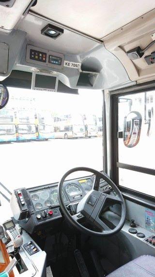 司機的位置有個潛望的位置。