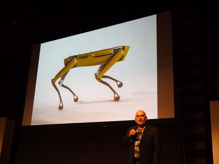 Boston Dynamics 的創辦人兼 CEO Marc Raibert 在 Softbank Robot World 2017 公布 SpotMini 商品化計劃。