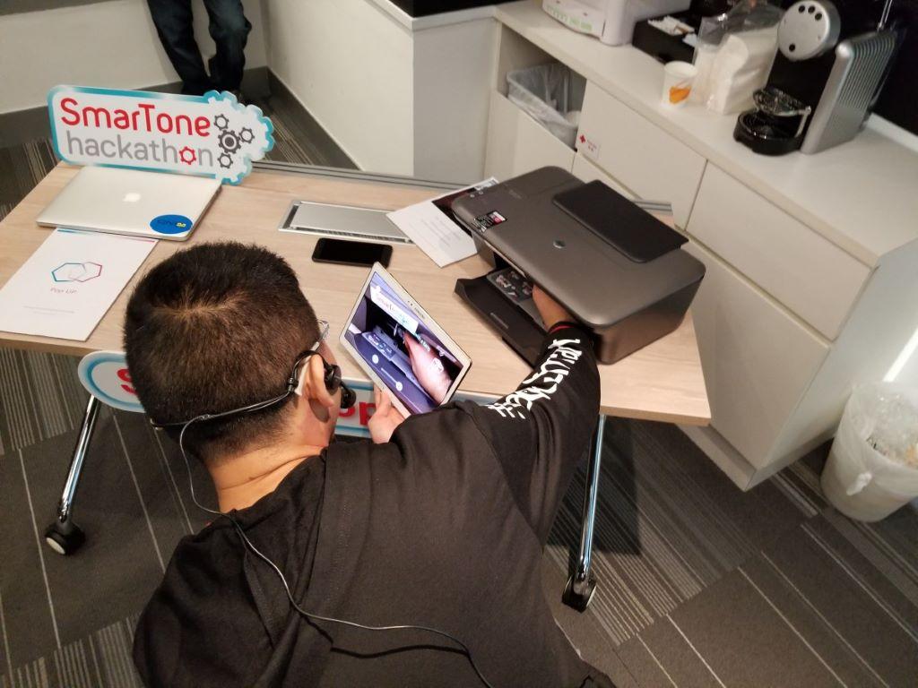另一個是用 AR 充當實時說明書,用 Tablet 即場做教學。