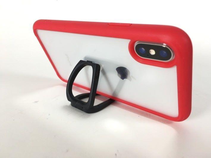 可摺合的掛繩手環可作為手機座使用,方便煲劇用。