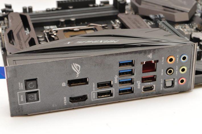 背板設有 BIOS 回復快捷鍵。