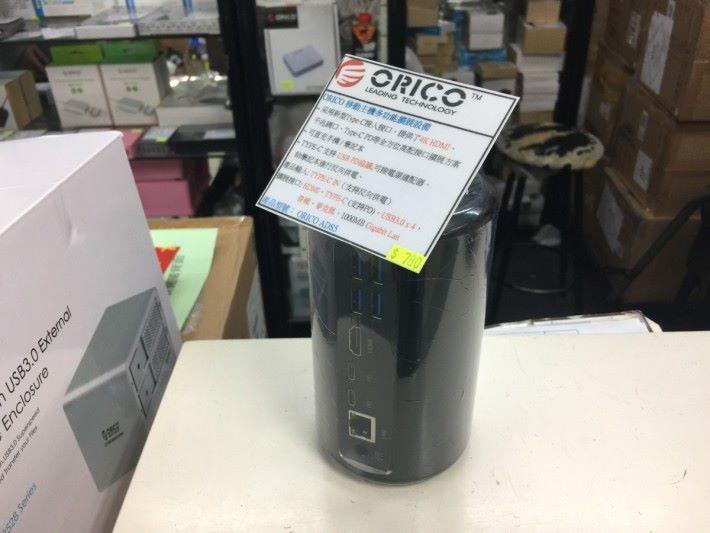 外型和「垃圾桶」Mac Pro 很相似。