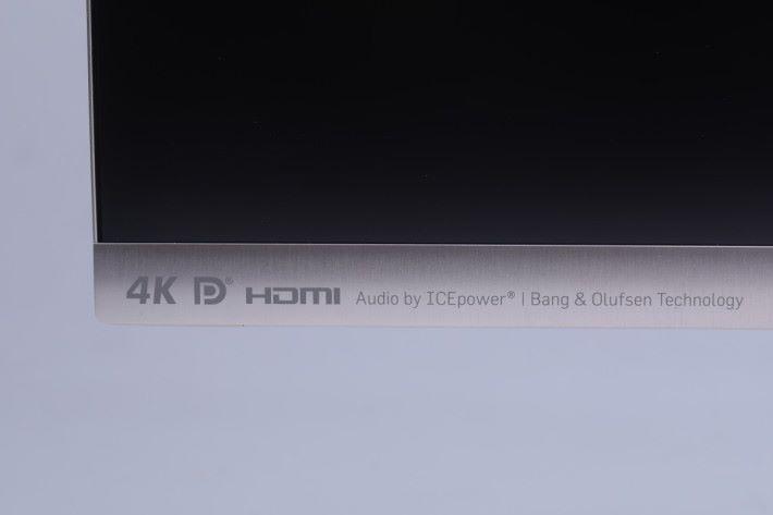 ASUS 與 B&O 共同合作的音效技術,讓內置喇叭也能夠 有出色的聲效。