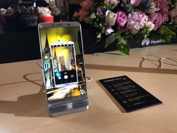 HUAWEI 最新的旗艦手機 Mate 10 屏幕解像度高達2K。