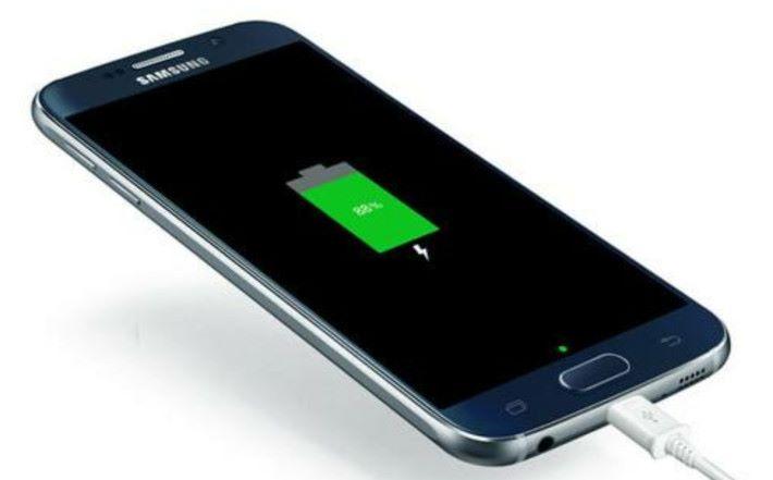 石墨烯電池,容量比起傳統電池提升 45%,充電時間更只需 12分鐘左右就可以充滿。