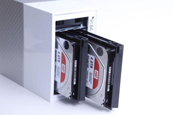 Duo 版配備 2 款 WD Red Hard Disk 行 RAID 1,當發生故章時,可用 WD Hard Disk 作更換。