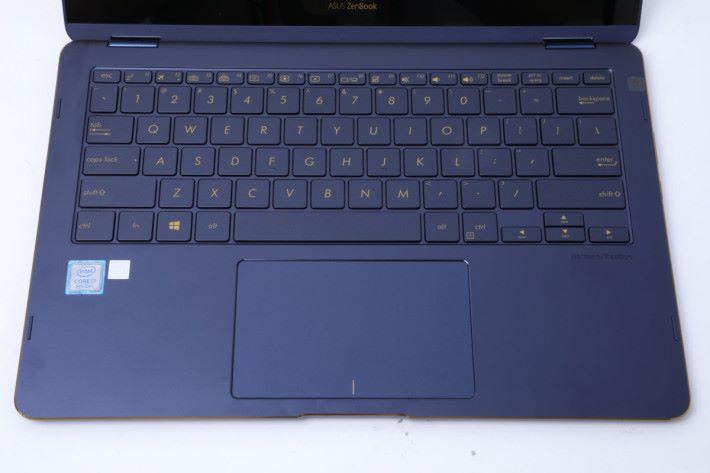 Keyboard 印上金色字母。