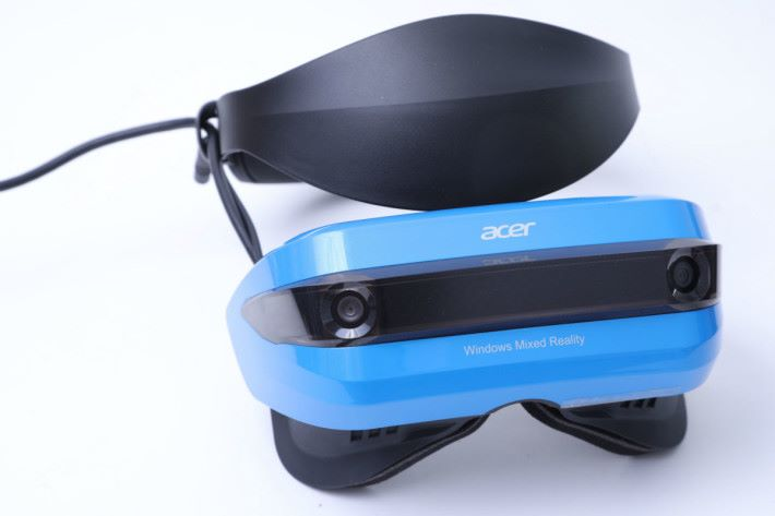 Acer Windows Mixed Reality 頭戴裝置。