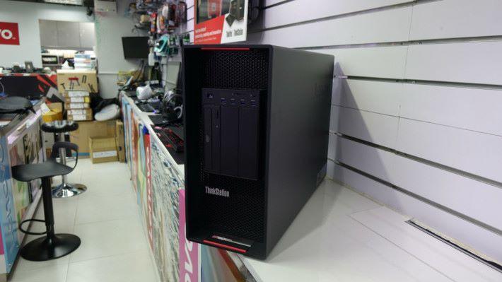 Lenovo ThinkStation P910 正面。