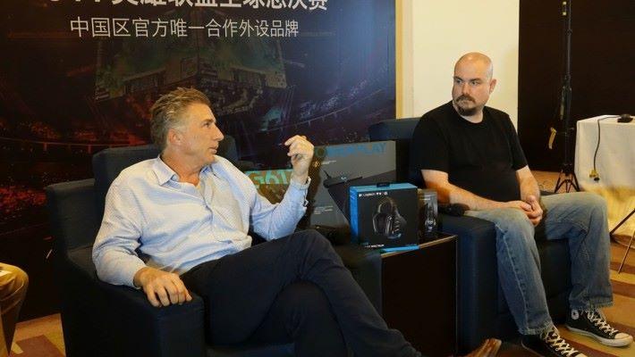 (左) Logitech CEO Bracken 和 (右) Portfolio Manager ( Gaming ) Chris 都相信無線電競展品會是未來發展方向