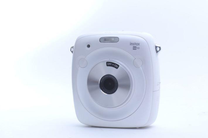 SQ10 推出了白色版本,感覺更襯女文青們。