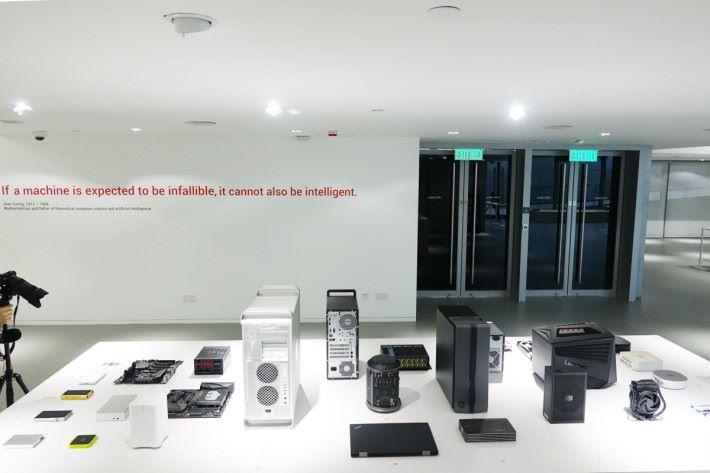 「數據處理」的部分,有各種電腦及儲存設備。
