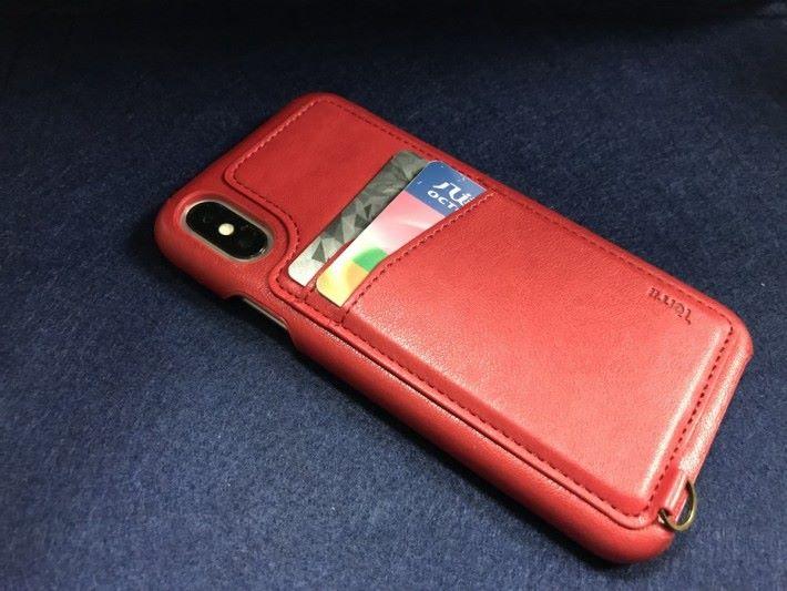 市面上有部份手機套可以放置信用卡及交通卡。