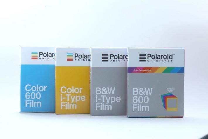 由於 OneStep 2 內置電池,因此可使用新型相紙,同時亦兼容舊相紙。