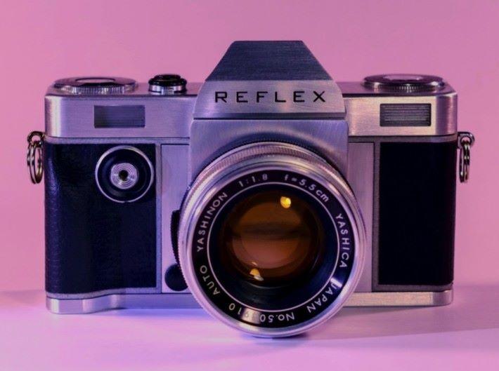 REFLEX 相機的外形與一般 135 菲林相機無異。