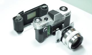 整部相機分為 3 個部分。