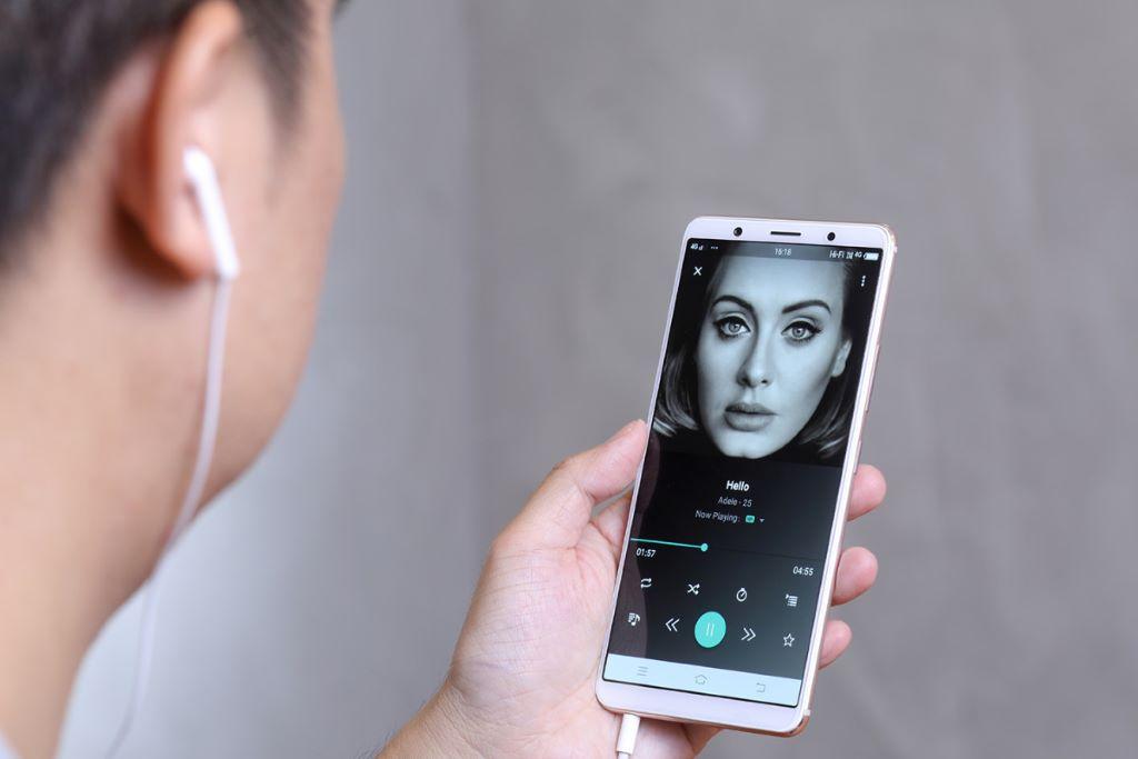 收聽串流音樂服務,並使用其 Hi-Fi 功能,音樂質素亦有所提升。