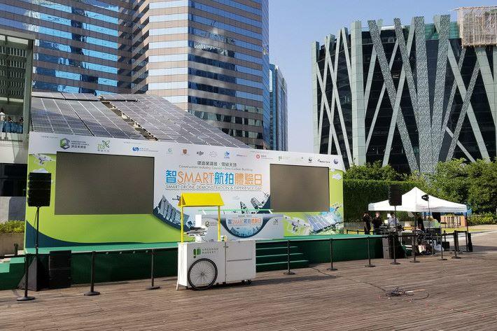 「智Smart航拍體驗日」由建造業議會.零碳天地(零碳天地)聯同香港天文台、香港中文大學、無人機品牌 DJI 及多個創科和環保單位所舉辦。