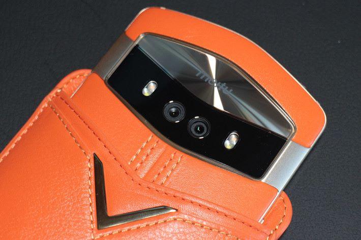 後置相機算級至雙相機設計,規格與前置雙相機一樣。
