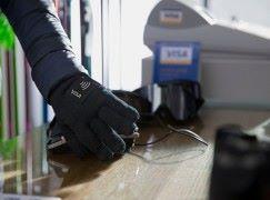 VISA 推出 NFC 支付手套