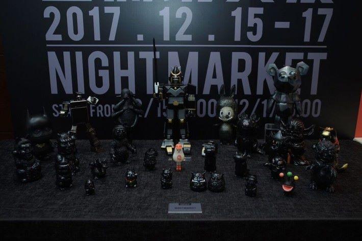 Night Market 將會以主打一系列黑色為主調的限量版玩具。
