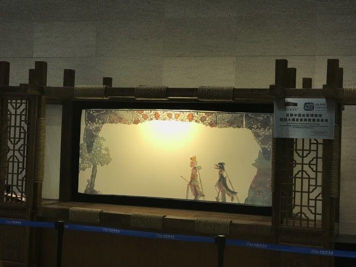 皮影戲包含常識科課程的光、聲和電三項元素。