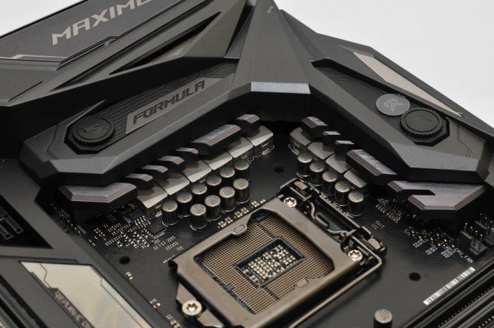 主供電採用 10 相 DIGI+VRM 設計。