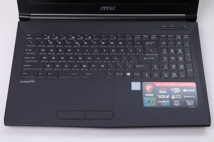 鍵盤維持 MSI 一貫佈局,提供 1.9mm 鍵程,反應算迅速。