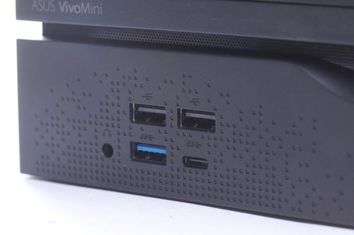 前後位置提供多達四組 USB 端子及一組 USB Type-C 端子,也有齊常用的 HDMI 與 DVI 端子,方便接駁各種周邊配件。