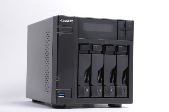 Asustor AS6404T 正面,採用 4-Bay 設計。