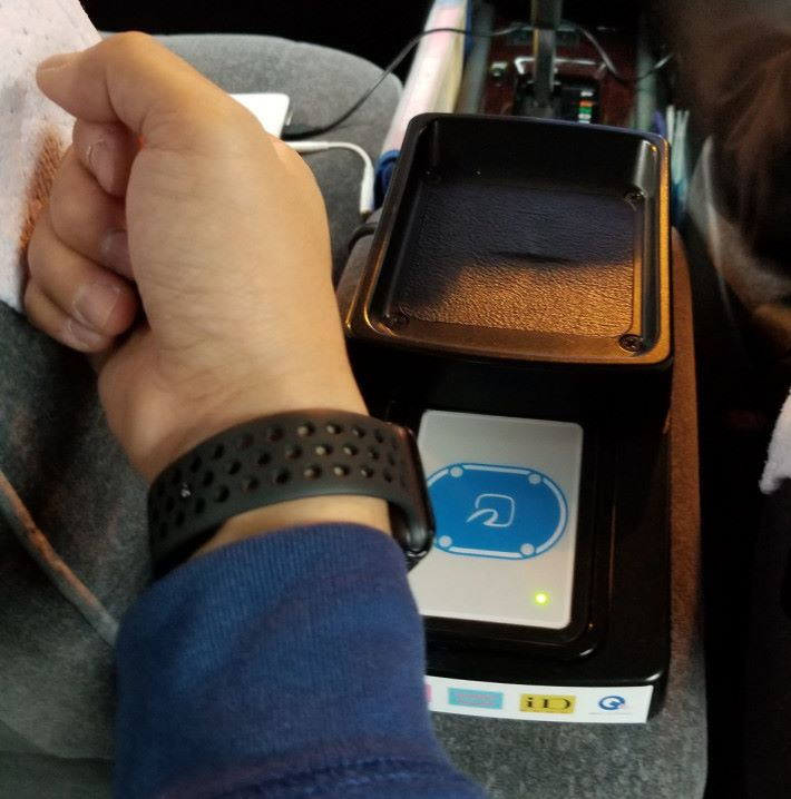 用 Apple Watch 就「嘟一嘟」就可以落車(攝影:Alan)