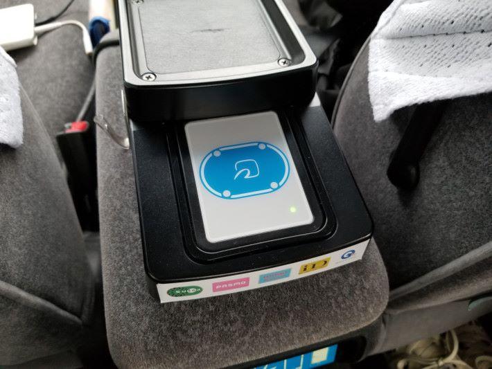 的士裡的 IC 卡感應器(攝影:Alan)