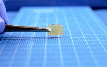 輕壓 30 秒就能癒合 東京大學發現有自癒能力的玻璃物料