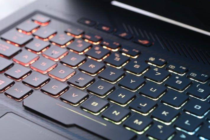 SCAR 鍵盤只有 1.8mm 鍵程。