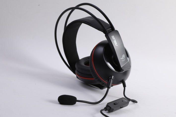同時會廠方特別附送專用的電競級耳機,也有專屬的電競滑鼠滿足玩家的打機需要。