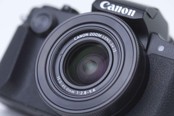G1 X Mark III 採用 f/2.8 的 3 倍光學變焦鏡頭。