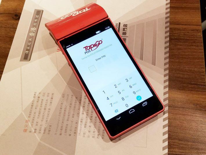 新推出的「Go QR」服務核心元件為 mPOS 裝置,內置流動 SIM 卡,可透過 4G 或 Wi-Fi 連線進行交易,毋須安裝可即插即用。
