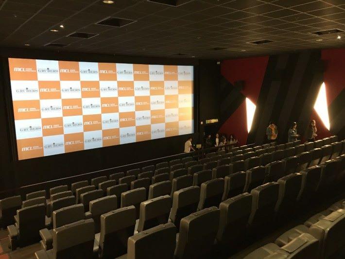 House FX 配備 4K 放映,Dolby Atmos全景聲系統 及 Buttkicker 系統震動座椅。