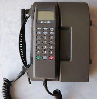 當時接收第一條 SMS 就是這部 Orbitel 901 電話,十分巨型。